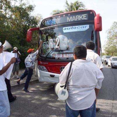 SIGUE CONFLICTO POR TRANSPORTE: Bloquean supuestos manifestantes la Zona Hotelera de Cancún en rechazo al alza del pasaje