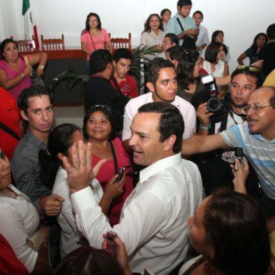 ESCÁNDALO EN CABILDO DE CANCÚN: Irrumpe Paul Carrillo y provoca suspensión de sesión donde discutirían solicitud de licencia de regidores