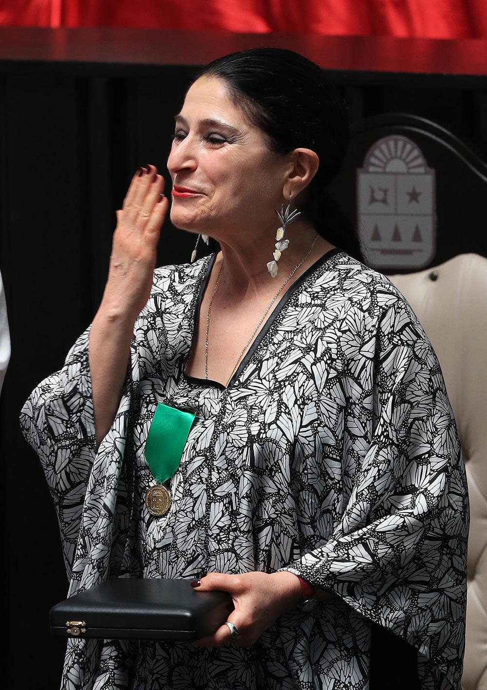 Dan reconocimiento en Chetumal a la actriz y cantante Astrid Hadad