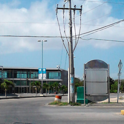 Sin pasar por Cabildo, entregó Filiberto permisos al diario Respuesta para colocar publicidad en la vía pública en Playa