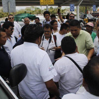 TAXISTAS NO QUIEREN COMPETENCIA: Conato de bronca entre ruleteros y bicitaxistas de la Avenida Talleres de Cancún por el pasaje en la zona