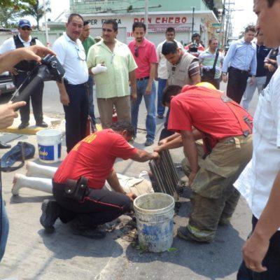 Investigan aún origen de fuga de combustible en el centro de Chetumal