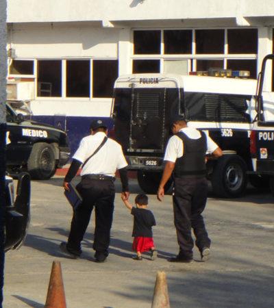 Rescatan policías a un niño de 1 año que deambulaba por las calles de Villas Otoch Paraíso