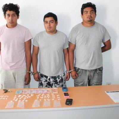 Caen 3 narcomenudistas con 52 dosis de droga en Chetumal