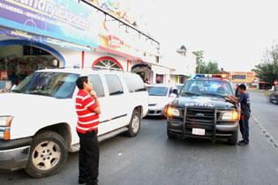 Roban $200 mil de una camioneta estacionada en plaza comercial en Chetumal