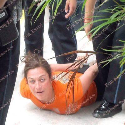 Arma escándalo la actriz Diana Golden en el aeropuerto de Cancún: termina bajo arresto