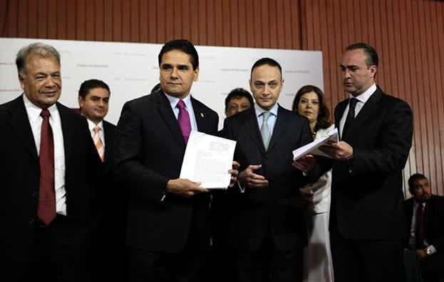 Formalizan PAN y PRD solicitud de juicio político contra Rosario Robles y Javier Duarte por dar uso electorero a programas de Sedesol