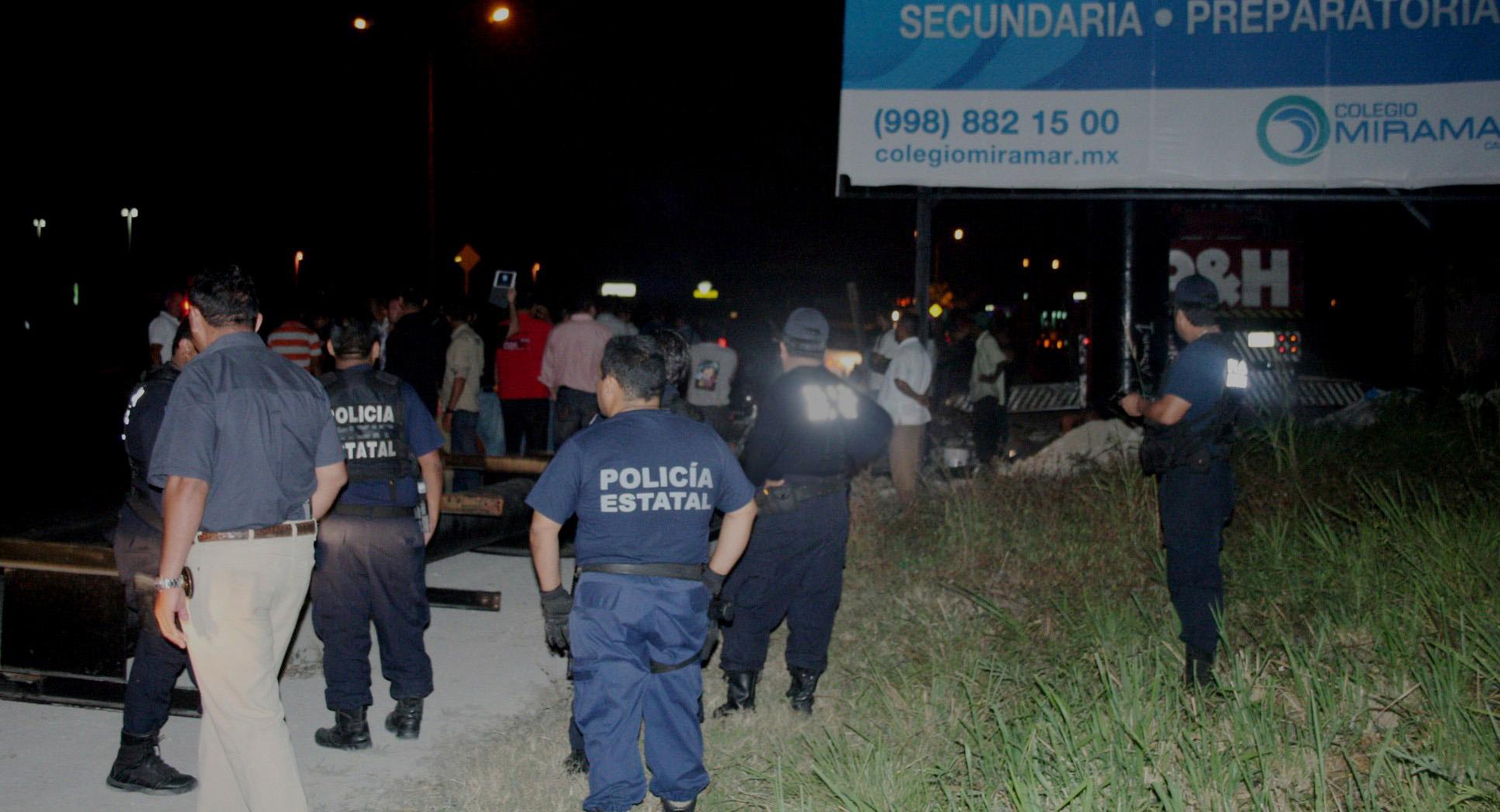 Mandan a policías estatales y judiciales a Cancún… ¡a defender anuncios espectaculares!
