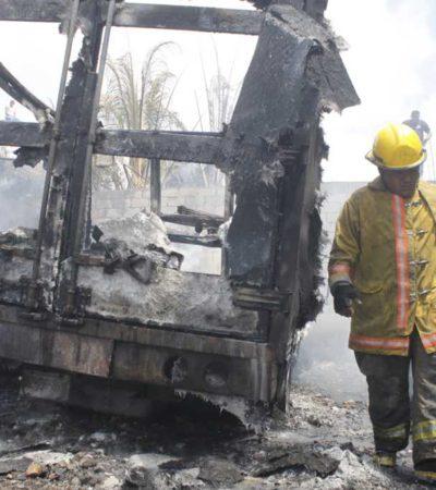 INCENDIO EN CANCÚN: Se quema bodega con 4 automóviles en la Región 232; daños por más de $500 mil
