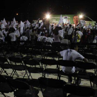 Al viejo estilo, Paul Carrillo inicia su campaña… pero sus seguidores sólo aguantaron el arranque y abandonaron el mitín