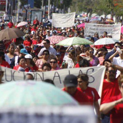 ALZAN LA VOZ LOS MAESTROS: Protestan miles en Cancún y Chetumal contra reforma educativa y reclaman a Borge desvíos de cuotas para fines políticos