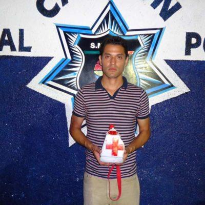 Detienen a hombre por pedir dinero a nombre de la Cruz Roja… casi un mes después de que terminó colecta nacional