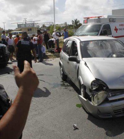 ACCIDENTE EN LA KABAH: 3 autos chocados y una persona herida, el saldo
