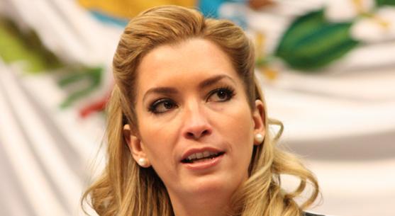 Exhibe diputada su ignorancia en Twitter: Cree Gabriela Medrano que la Gubernatura de QR está en disputa el próximo 7 de julio