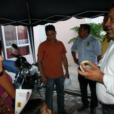 CAMPAÑAS: Los vecinos de Villas del Sol exigen a Orlando Muñoz un cambio y que no los olviden