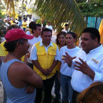 """Visita Orlando Muñoz colonias populares de Playa del Carmen y les avisa que """"ya es la hora de cambiar"""""""