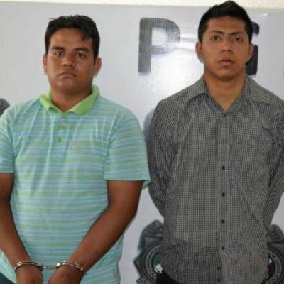 Capturan a 2 extorsionadores tras exigir 'derecho de piso' en un restaurante en Cancún