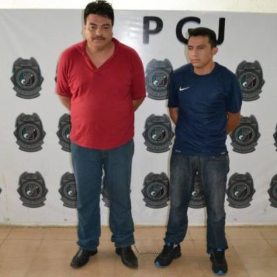 Capturan a 2 extorsionadores cuando exigían 'derecho de piso' en un bar de Cancún