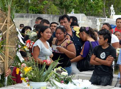 Exigen justicia verdadera contra marino ebrio que mató en choque a 2 niños y su madre en Cancún