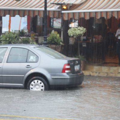 Millones de pesos en pérdidas en el sector comercial y 25 mil personas afectadas, saldo del temporal en Cancún
