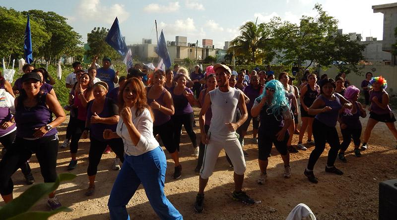 CAMPAÑAS: Trinidad García baila zumba y mujeres le siguen el paso en el Distrito XV