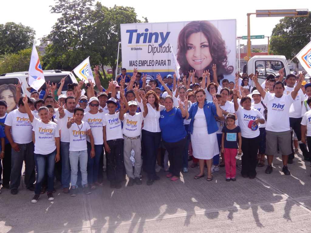 CAMPAÑAS: Con mega volanteo, Trinidad García enseña cómo votar ante confusión en boletas electorales
