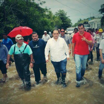 ASÍ O MÁS URGIDO: Con el agua hasta los tobillos, pide Borge declarar desastre por lluvias… y que le den recursos del Fonden