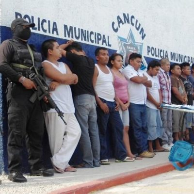 Capturan a 10 integrantes de 'Los Pelones' con 227 dosis de droga en Villas Otoch Paraíso