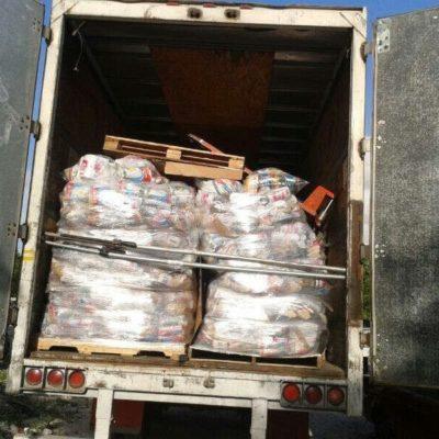 CON LAS MANOS EN LA MASA: Descubren en Cancún trailer cargado con despensas de la alianza PRI-PVEM