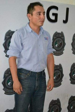 Detienen a un hombre por bajar propaganda de candidata en Cancún
