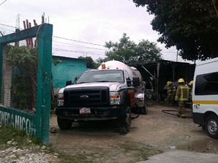 Alarma por fuga de gas de una pipa en un taller de Chetumal
