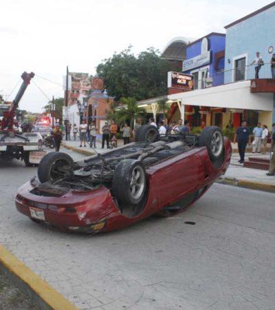 Vuelca en un lujoso Mustang a altura del Mercado 28 de Cancún