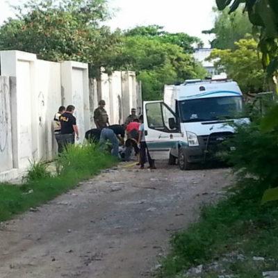 VIOLENCIA EN EL 'PARAÍSO': Amanece Cancún con taxista ejecutado en un camino junto a escuela secundaria en la SM 41, y en Chetumal asesinan a balazos al conductor de camioneta