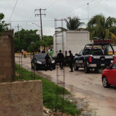 Rescatan policías judiciales camión cargado presuntamente con despensas en zona continental de Isla Mujeres