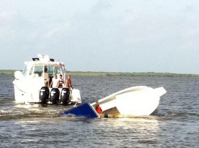 Se hunde embarcación de SEMA frente al Club de Yates de Chetumal