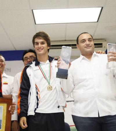 MAQUILLA BORGE RETROCESO DEPORTIVO: Felicita Gobernador a deportistas, pero no menciona caída de QR en el medallero de las Olimpiadas Nacionales