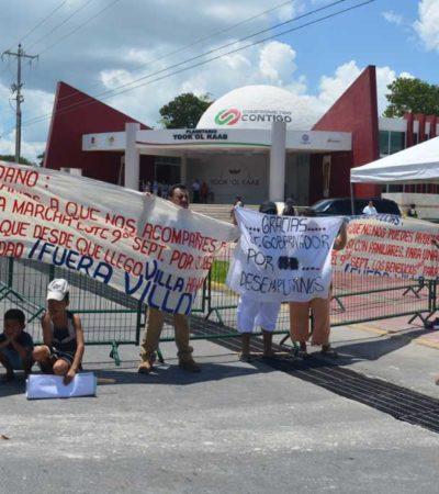 """BORGE, NI LOS VE, NI LOS OYE: Protestan por tercera vez en Chetumal ex policías despedidos y el Gobernador """"les da la vuelta"""""""