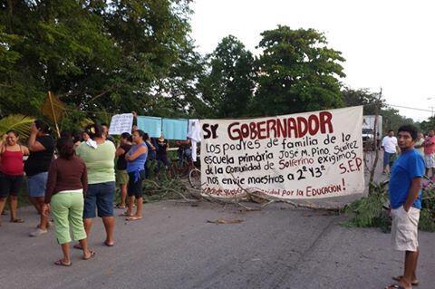 Bloquean carretera por falta de maestros en la comunidad de Solferino; el lunes mandarán a 2, les prometen