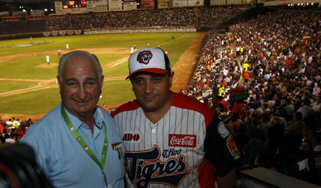 'AUSTERIDAD' AL ESTILO BORGE: En plena crisis magisterial, viaja Gobernador a Monterrey para asistir a juego de beisbol de los Tigres… y reunirse con 'viejos conocidos'