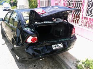 Arremete contra automóvil un ex novio rechazado en Chetumal
