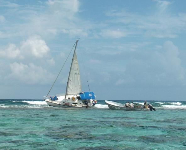 ENCALLAMIENTO EN XCALAK: Encuentran velero abandonado que causó daños en Parque Nacional de Arrecifes