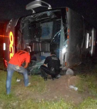 Un muerto y 10 heridos al volcar autobús en Campeche que salió de Cancún rumbo a Tapachula