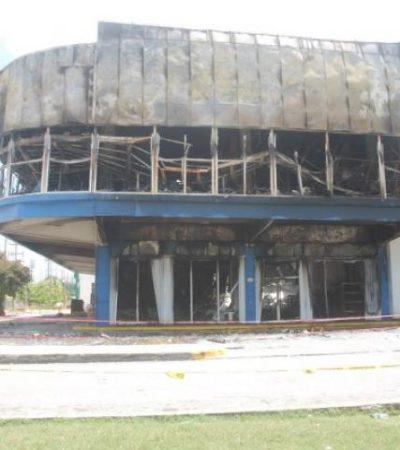 SALDOS DEL INCENDIO EN LA COBÁ: Se calcula en más de 10 mdp las pérdidas del siniestro en 'Galerías El Triunfo'