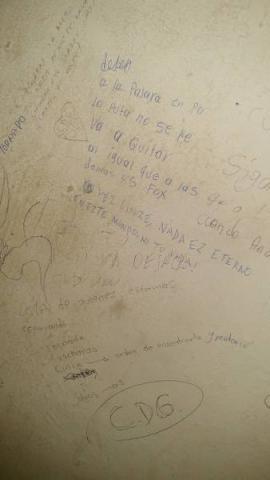 Aparece supuesta amenaza del narco contra mandos policiacos… ¡en baño de Seguridad Pública!