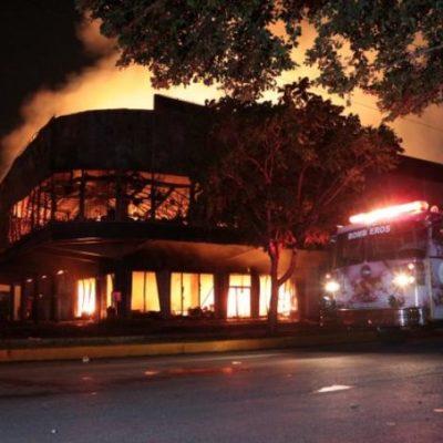 Aún no determinan causas del incendio en 'Galerías El Triunfo'