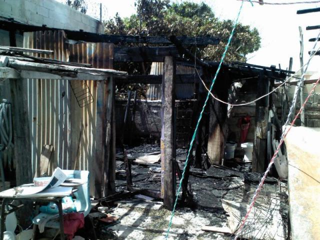 Muere calcinado un hombre al quemarse su casa de cartón en Isla Mujeres