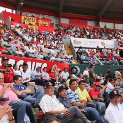 Se dice Borge en austeridad… y se va a Veracruz para ver el juego de beisbol de los Tigres