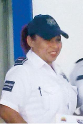 Mujer policía que denunció supuesto acoso sexual de comandante ahora es demandada por falsedad de declaraciones