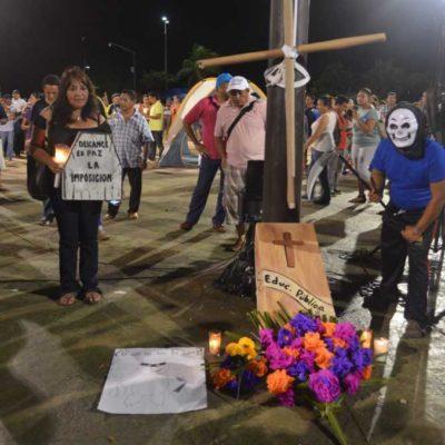MAESTROS ESTÁN DE 'LUTO': Realizan 'marcha fúnebre' en Chetumal por la privatización de la educación y contra la cerrazón de Borge