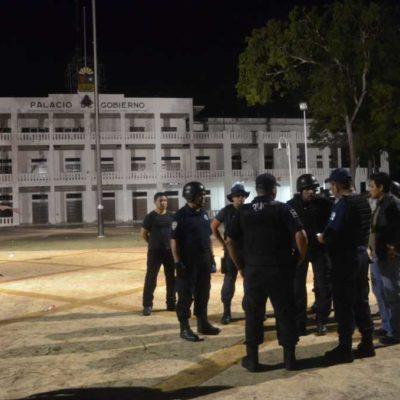 DESOCUPAN PLAZA EN CHETUMAL: Ante un inminente desalojo violento en Palacio de Gobierno, maestros aceptan replegarse para permitir el Grito de Borge